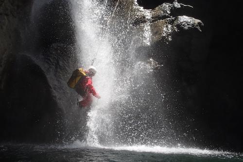 Un rappel arrosé dans le canyon de Bras Rouge à CIlaos